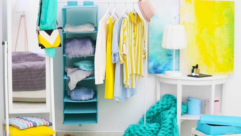Jak sprytnie przechowywać rzeczy w szafie?