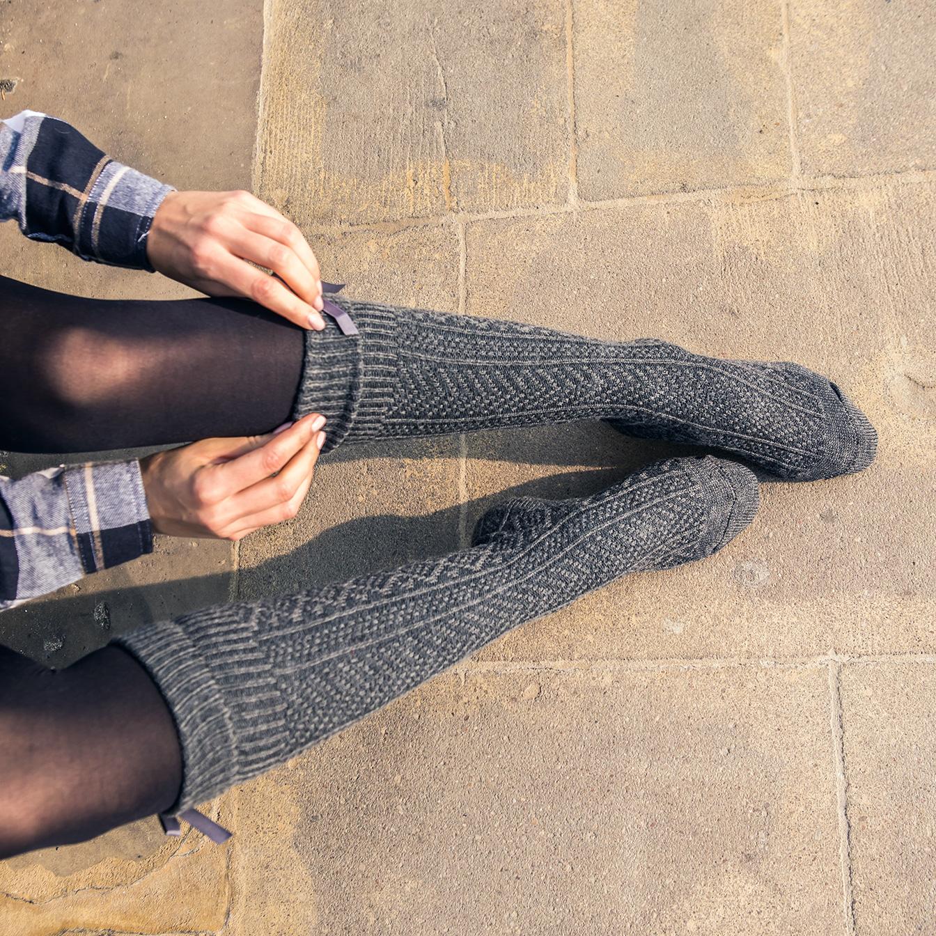 Zakolanówki, czyli ciepły i bardzo kobiecy element jesiennego stroju